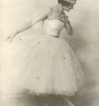 Nelsy Dambre, bailarina y coreógrafa, foto : Nelly Hapee.